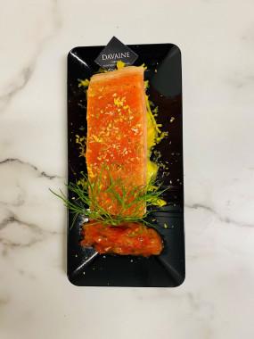 Pavé de saumon mi-cuit aux agrumes, choux chinois curry
