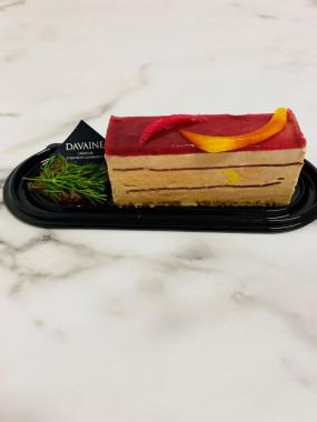 Opéra de foie gras, lomo ibérique, glaçage framboise et griottes