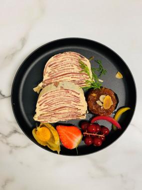 La spécialité: Millefeuille de langue Lucullus au foie gras